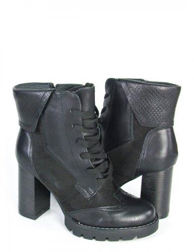Γυναικεία μαύρα μποτάκια με φιάπα και κορδόνια F3158
