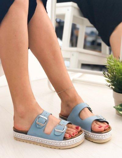 Γυναικείες σιέλ Flatform παντόφλες με ασημί σχέδιο και λουριά PA367B